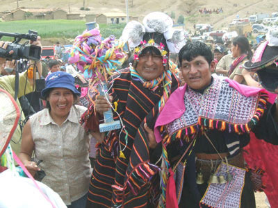 A picture of Evo (middle) from his own website, www.evomorales.net